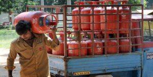होली पर खुशखबरी : कम हुई LPG Cylinder की कीमत, जानिए आपके शहर में क्या हैं दाम