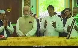 बहादुर शाह की दरगाह पर पहुंचे पीएम नरेंद्र मोदी