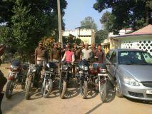 यूपी:वाहन चोर गिरोह के तीन सदस्य गिरफ्तार,सरगना फरार