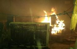 नक्सलियों ने जलाया रेलवे स्टेशन, कर्मचारियों को किया अगवा