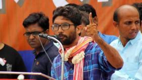 गुजरात : दलित नेता जिग्नेश को एनकाउंटर का डर