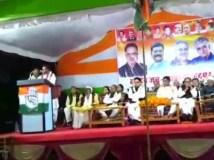 Video : मंच से बोले कांग्रेस नेता- रमन सिंह रात को एक पैग मारकर सोते हैं