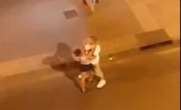 बीच सड़क सेक्स वर्कर्स की ये हरकत कैमरे में हुई कैद, वीडियो हुआ वायरल