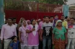 दलितो को मंदिर मे मूर्ति रखने से रोका, 50 परिवारों ने दी धर्म परिवर्तन की धमकी