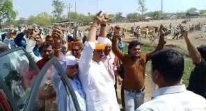कांग्रेस की सभा, BJP के पूर्व मंत्री ने लगाए मोदी मोदी के नारे, कमलनाथ बोले गुंडागर्दी ख़त्म कर देंगे
