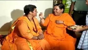 Video : प्रज्ञा के गले लगकर रोईं उमा भारती