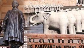मायावती ने SC को बताया, उन्होंने क्यों लगवाई खुद की मूर्ति