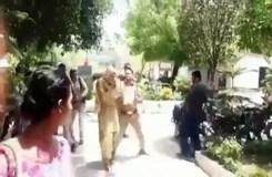यूपी पुलिस ने किन्नरों पर जमकर बरसाई लाठियां