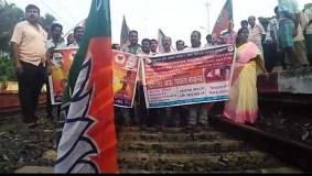 पेड़ों से लटकते मिले भाजपा और RSS कार्यकर्ताओं के शव