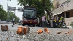 दिल्लीः मंदिर में तोड़फोड़, दो समुदायों के बीच हुई झड़प