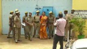 राजीव गांधी की हत्या में दोषी नलिनी बेटी की शादी के लिए एक माह के लिए रिहा