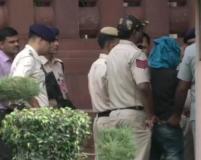 संसद की सुरक्षा में सेंध, चाकू लेकर घुसने की कोशिश में युवक गिरफ्तार
