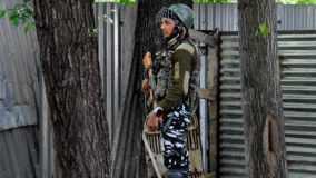 जम्मू कश्मीर: डिसी ऑफिस पर आतंकियों ने किया ग्रेनेड हमला