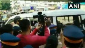 Mumbai Metro: विरोध प्रदर्शन, प्रियंका को हिरासत में लिया