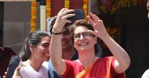 WhatsApp जासूसी: कांग्रेस का दावा- प्रियंका गांधी के व्हाट्सएप से आया था हैकिंग वाला मैसेज