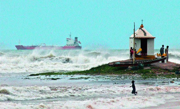 Andhra drive hudhud , falling from radar contact system collapse