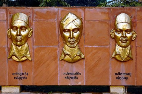 National_Martyrs_Memorial_Hussainiwala_closeup