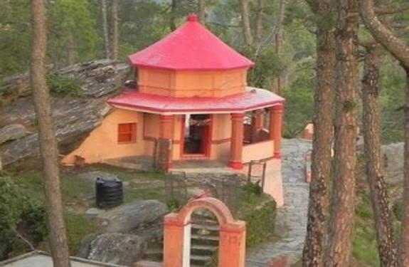 magnetic-power-in-almora-kasar-devi-temple