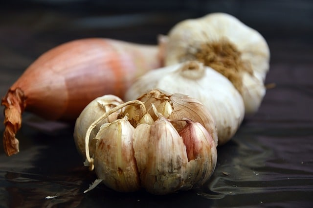 Advantages-and-disadvantages-of-eating-raw-garlic-do-not-consume-if-these-are-diseases