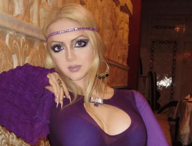 Real-Life-Barbie-Girls-A-Girl-Who-Is-More-Fragile-Than-A-Flower-1