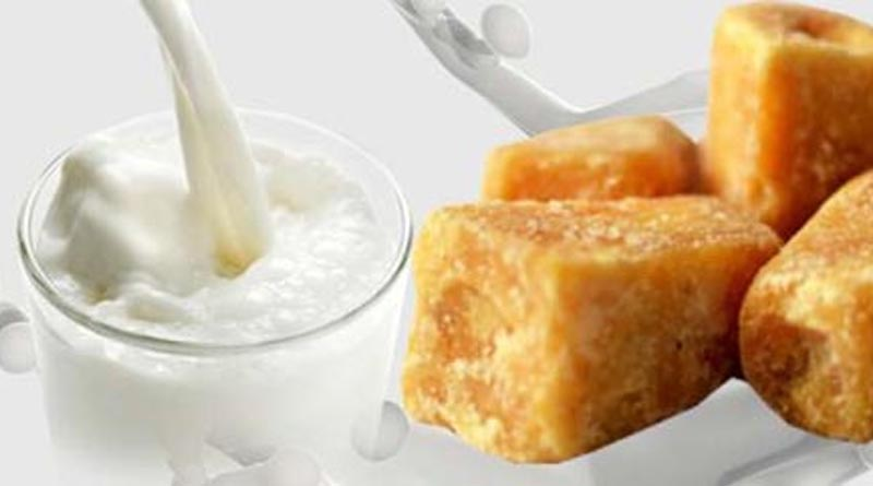 Know-that-eating-jaggery-with-hot-milk-has-benefits-in-these-diseases