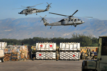 SH-60Fs_transport_relief_supplies_from_PAP_2010-01-18