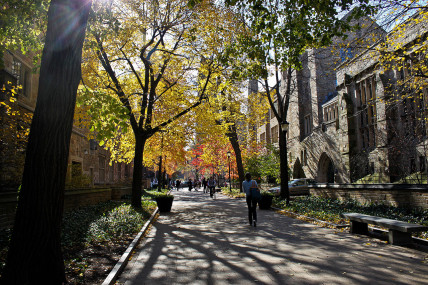 1280px-Yale_University_Cross_Campus_2