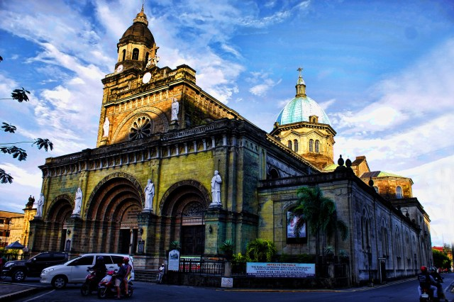 MG_8236_Cathedral-Basilica_of_the_Immaculate_Conception_and_informally_as_Manila_Cathedral