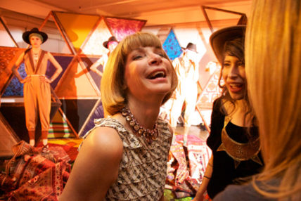 Anna-Wintour-Smiling-Laughing252832529