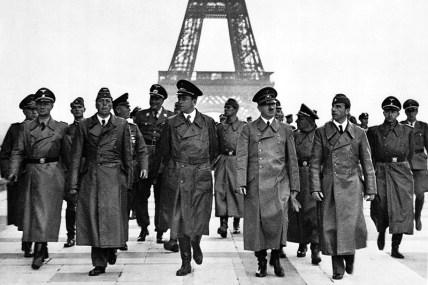 Adolf_Hitler_Eiffel_Tower_Paris_23_June_1940
