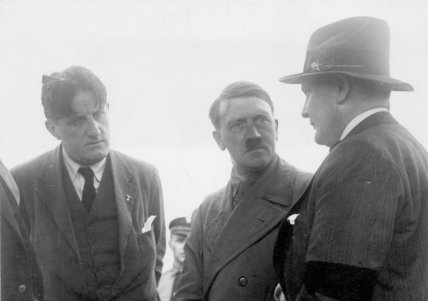 Bundesarchiv_Bild_102-14080_Berlin_Hitler_GC3B6ring_und_Hanfstaengl
