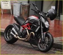 Stephen Amell's bike