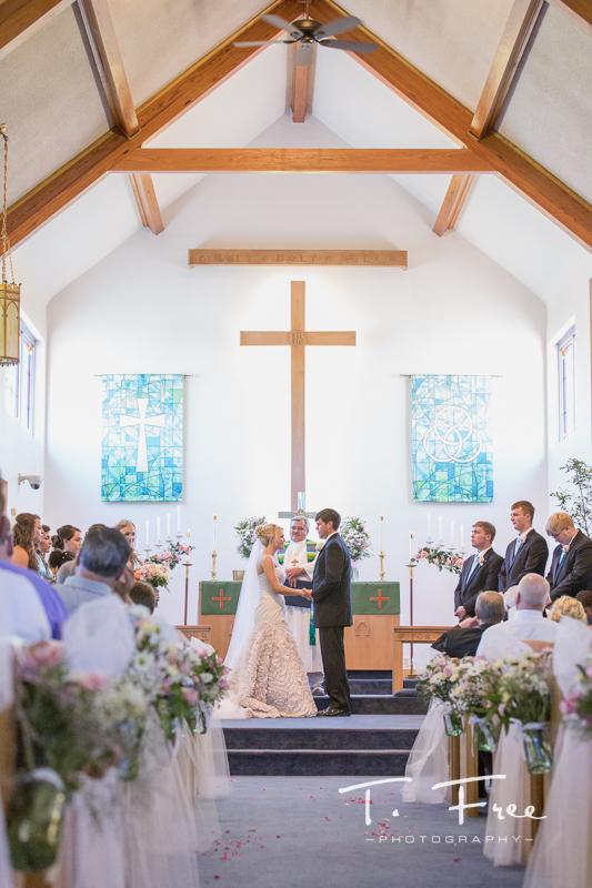 Ethan and Sydneys South Central Nebraska Wedding  Omaha Wedding Photographers  T Free