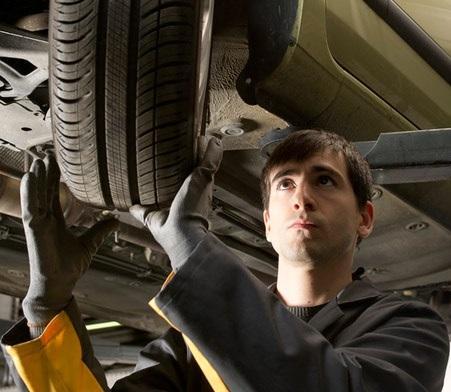 Análise dos pneus do carro para inspeção