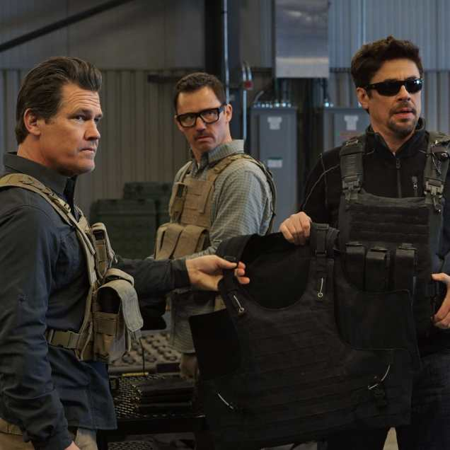 (l to r) Josh Brolin, Jeffrey Donovan and Benicio Del Toro in SICARIO: Day of the Soldado