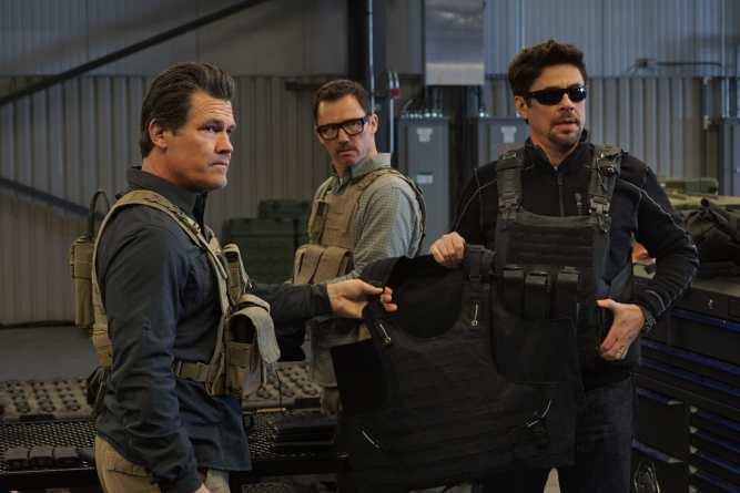 (l to r) Josh Brolin, Jeffrey Donovan and Benicio Del Toro in SICARIO: Day of the Soldado