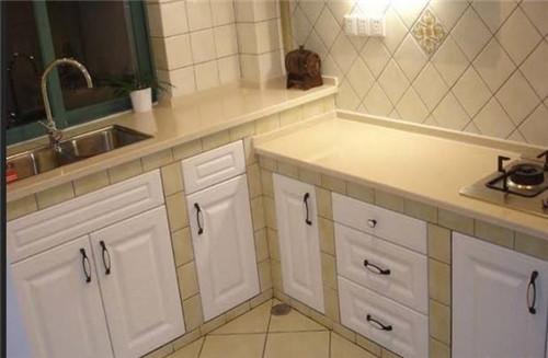countertops kitchen apartment kitchens 厨房台面高度多少合适 这样打造出中意的厨房 建材知识 学堂 齐家网 二 厨房台面宽度多少合适