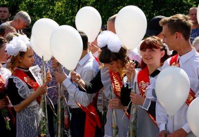 Как последний звонок отпраздновали в школах Горловки? Фоторепортаж из соцсетей