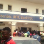 [CAMPUS GIST] See How ACE Ondo Students Were Been Scorched Outside Bank Door Because Of #500 Deposit (See Photos)