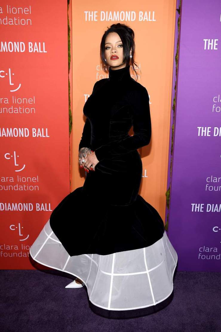 Rihanna Is Pregnant: Trends on Twitter After Singer's Red Carpet Comments