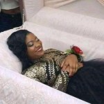 Nigerian Lady Set The Internet On Fire After Releasing Pre-Burial Photo As Friends Take Pictures With Her