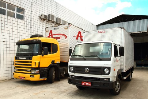 Foto caminhões distribuidora Auguri