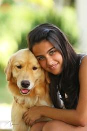 imagem menina e golden retriever