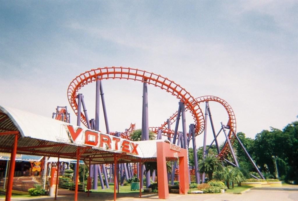 """Vortex"""" (วอร์เท็กซ์) รถไฟเหาะ ในโซน xtream world"""