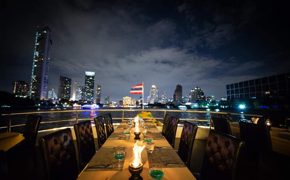 ที่นั่ง outdoor ของเรือ Meridian Alangka Cruise