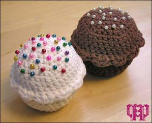 Cupcake Pincushion by ~PrincessPanessa