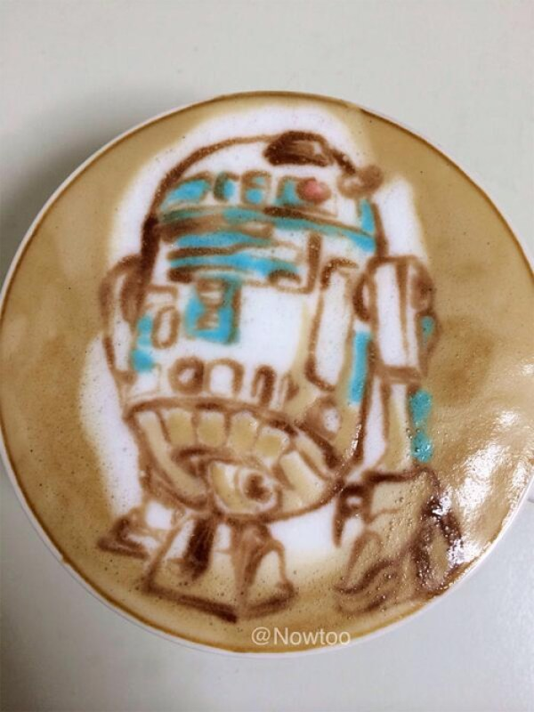 Colorful Caffe Latte Art R2D2