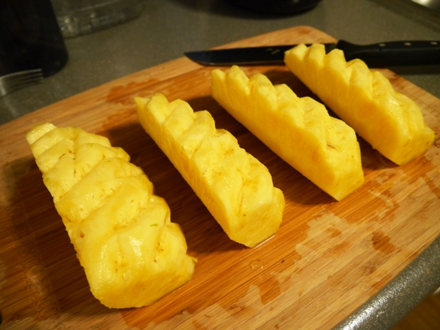 How to Cut a Pineapple Thai Style