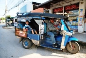 Happy Alex in unserem Tuk-Tuk von Chiang Rai nach Mae Chan