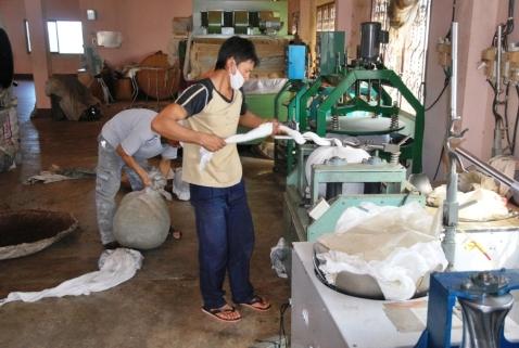 Festes Einwickeln und Rotieren des Tees auf der Zentrifuge